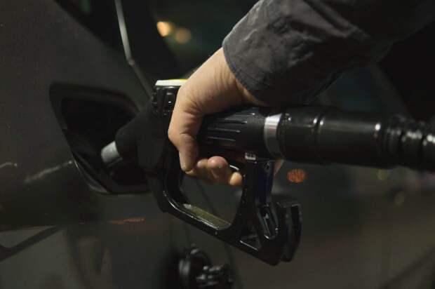 От 1 до 23 копеек: в России заметили снижение цен на бензин