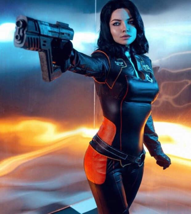 Лучший косплей недели — Миранда из Mass Effect, леди Димитреску и Элизабет из Bioshock Infinite