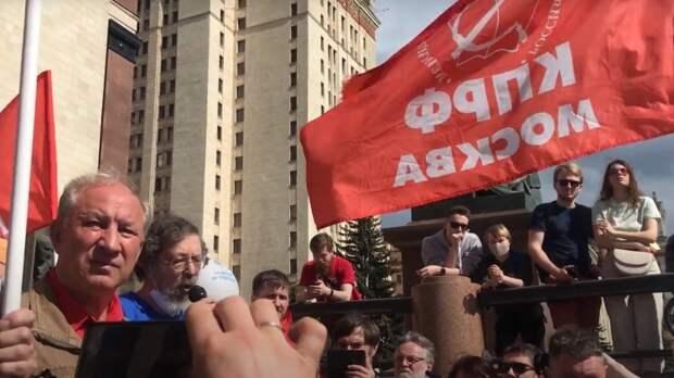 «Не коммунист, а циник». Как Рашкин превратил встречу со студентами в политическую акцию