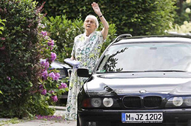 Бабушка неонацизма - Гудрун Бурвиц