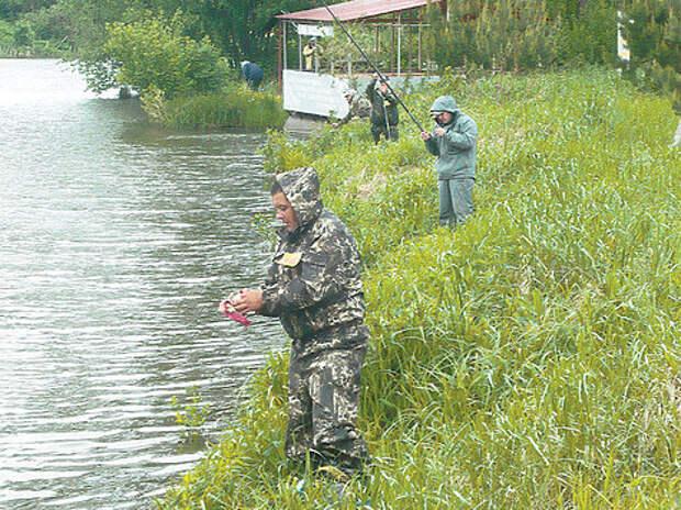 Калужские охотники половили рыбу