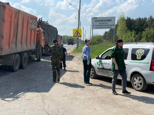 ГИБДД совместно с Росприроднадзором провели рейд в Московском районе по нелегальной перевозке мусора