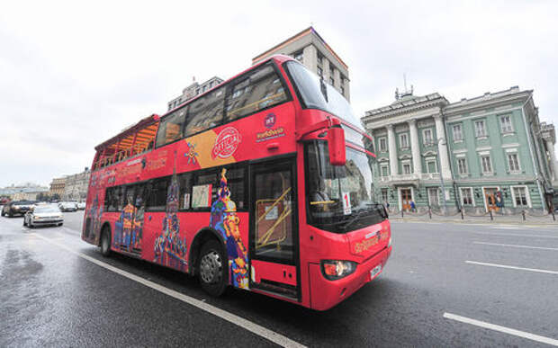 Собянин пустил на выделенки коммунальную технику и двухэтажные автобусы