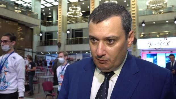 Депутат Хинштейн сообщил об отсутствии охраны в школе в Казани