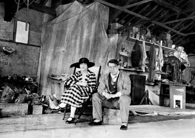 Пабло Пикассо и Ольга (Hohlova). \ Фото: google.com.ua.