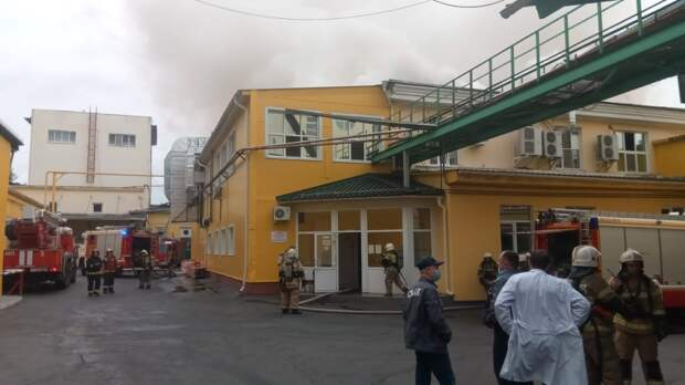Из горящего здания хлебомакаронного комбината в Екатеринбурге вывели 250 человек
