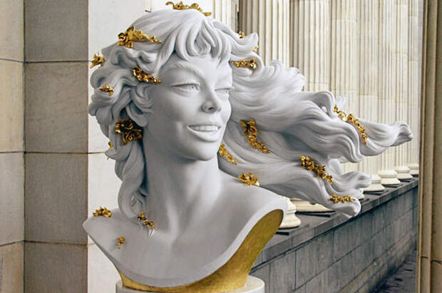 Скульптура, созданная итальянской актрисой Джиной Лоллобриджидой, на выставке «Великие женщины» в Государственном музее изобразительных искусств им. А.С. Пушкина.