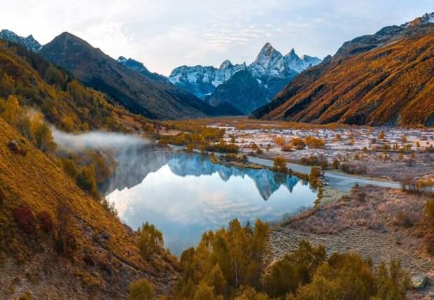 Осеннее озеро Туманлы-Кель, Карачаево-Черкесская Республика. Автор Фёдор Лашков