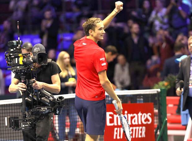 Медведев вышел в четвертьфинал Открытого чемпионата Франции! То ли грунт в Париже пожестче, то ли Медведев становится универсалом