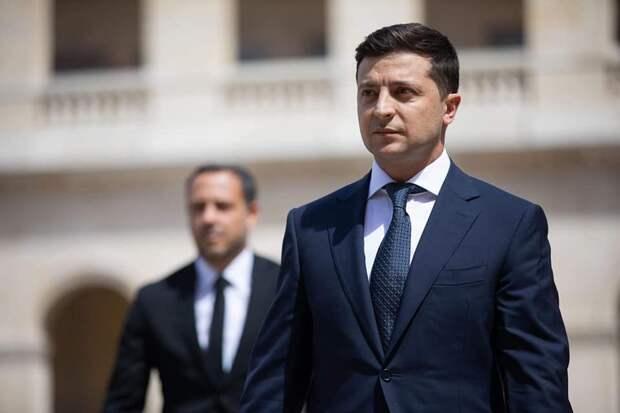 На Украине назвали заслугой Зеленского отвод российских войск от границ