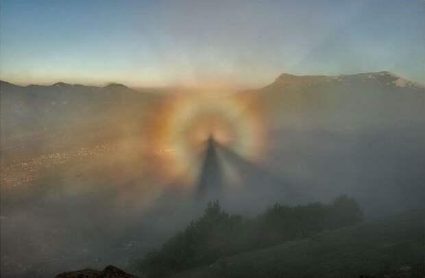 6 фото «Брокенских призраков», которых наши предки принимали за богов