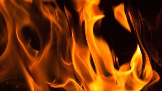 Кровля кирпичного гаражного здания обрушилась из-за возгорания на северо-востоке Москвы
