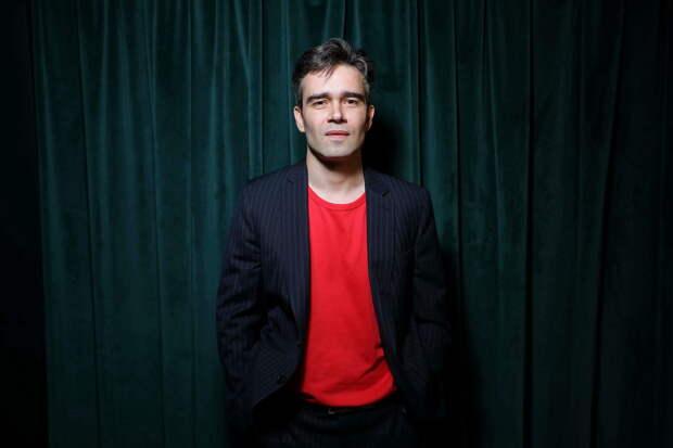 «По красным дорожкам я не скучаю»: Петр Федоров об онлайн-премьерах