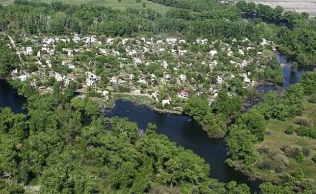 """На фото: поселок в районе природного парка """"Волго-Ахтубинская пойма"""""""