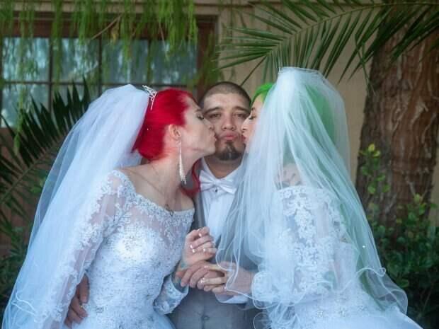 Сообразили на троих: две американки вышли замуж за одного парня