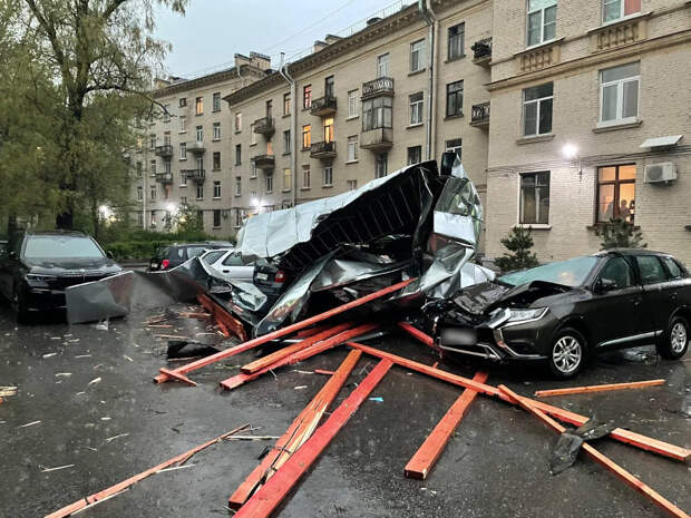 Гроза взбудоражила Петербург и ранила минимум двоих. Самые яркие фото, видео и события в подборке «Фонтанки»