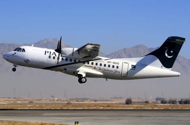 СМИ: Самолёт с 47 людьми на борту потерпел крушение в Пакистане
