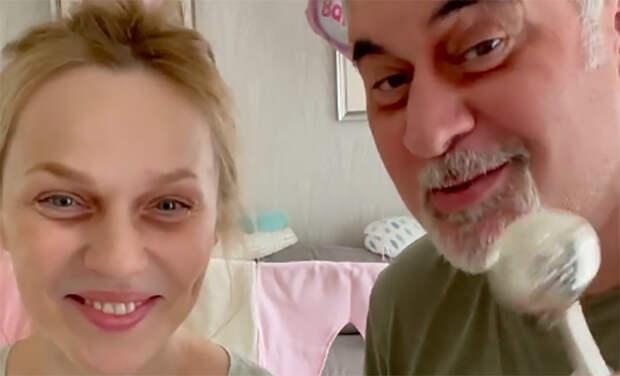 Бессонные ночи: Меладзе и Джанабаева показали, как проводят праздники с новорожденной дочерью