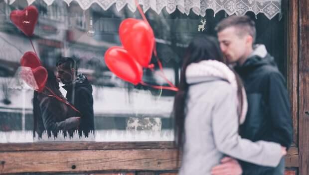 Врачи советуют простуженным воздержаться от поцелуев и объятий в День всех влюбленных
