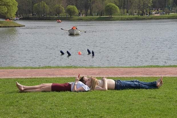 Синоптик Росгидромета пообещал москвичам летнюю погоду