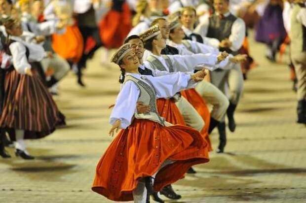 Латвия: праздник песни и танца невозможно отменить