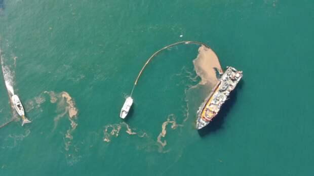 В порту Тамани произошел разлив нефтепродуктов