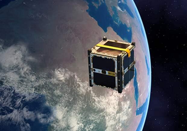 Кубический спутник на орбите.