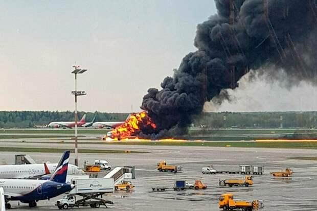 СМИ опубликовали переговоры пилота сгоревшего SSJ-100 с диспетчерами Шереметьево