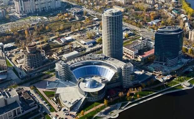 В СМИ, в основном показывали фасад здания, а вот как выглядит Ельцин-центр в полном объёме.