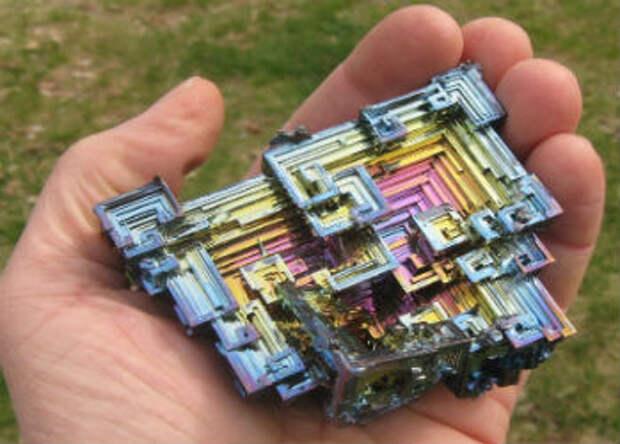 25 невероятно красивых иредких камней