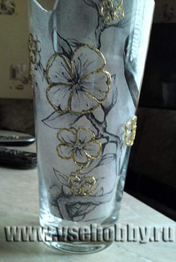 декорируем вазу бисером делаем контур всего рисунка