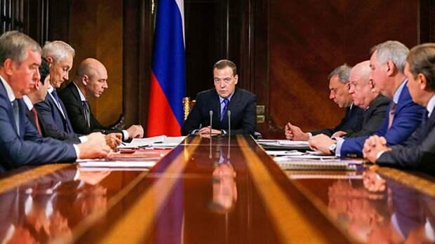 Правительство прапорщиков Дмитрия Медведева: «Что тут думать? Трясти надо!»