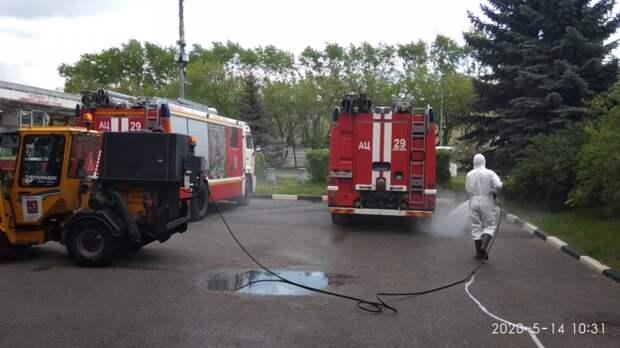 В пожарных частях СЗАО регулярно дезинфицируют машины
