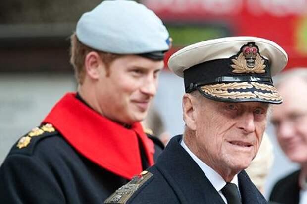 Муж Елизаветы II счел дезертирством переезд принца Гарри в США