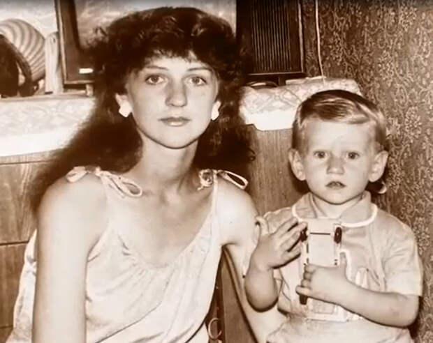 Звезда «Стиляг» Антон Шагин: «Мама умерла в 32 года, гроб не открывали, чтобы никого не шокировать»