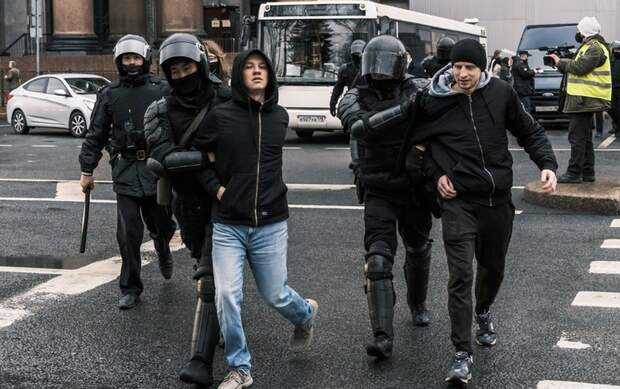 Суды Петербурга выносят заключения по задержанным на несогласованной акции: штраф или арест