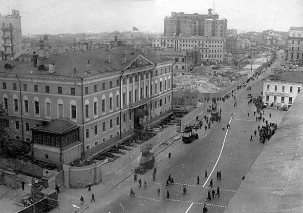 Как в СССР передвигали дома вместе с жильцами