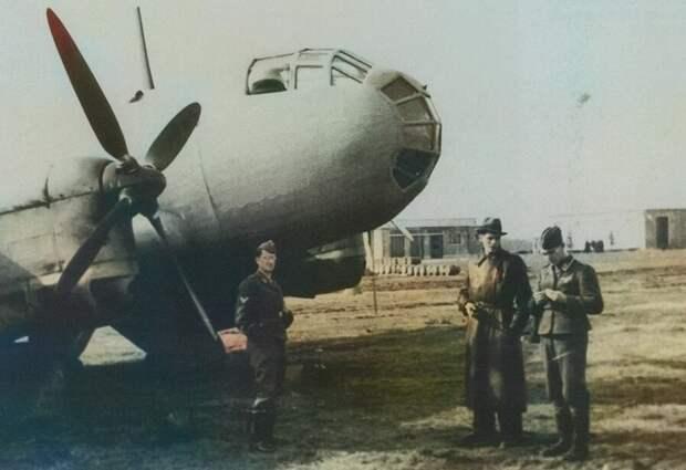 Юнкерс 86р-1 (Ju 86P-1) на немецком аэродроме.                                                                                            Фото из свободного источника доработанное автором.