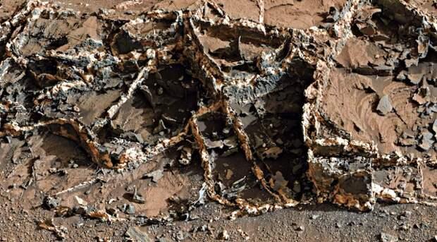 Уфолог нашел руины древней постройки на Марсе