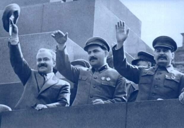 Молотов, Каганович и Сталин непосредственно перед Большими Чистками, из которых они выйдут победителями