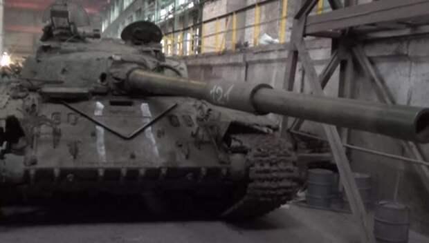 Брошенными танками украинская армия помогает ополченцам двигать линию фронта