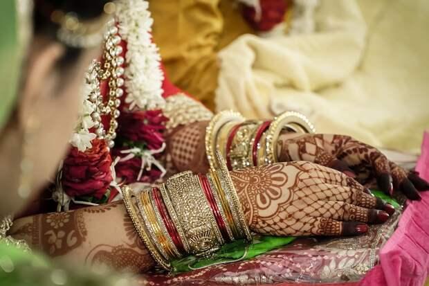 Сестра заменила умершую на свадьбе невесту