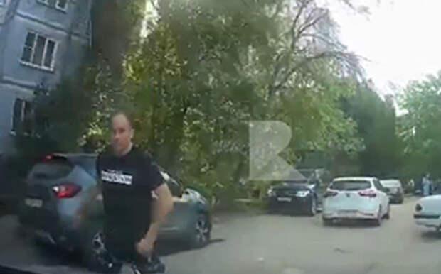 Рязанские полицейские установили личность мужчины, напавшего на девушку-водителя в Канищеве