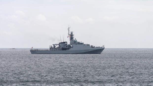 Черноморский флот начал слежение за патрульным кораблем ВМС Британии