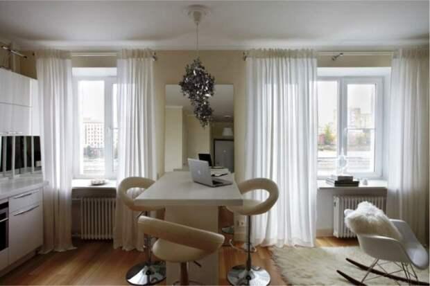 Кухню можно объединить с гостиной. | Фото: kitchendecorium.ru.