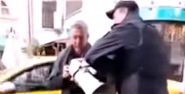 Отвратительное зрелище: пьяный актёр Ефремов «разгоняет ментов» на митинге (ВИДЕО)