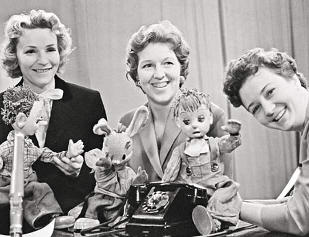 Валентина Леонтьева в первой студии программы *Спокойной ночи, малыши!*, 1960-е гг. | Фото: photo.qip.ru