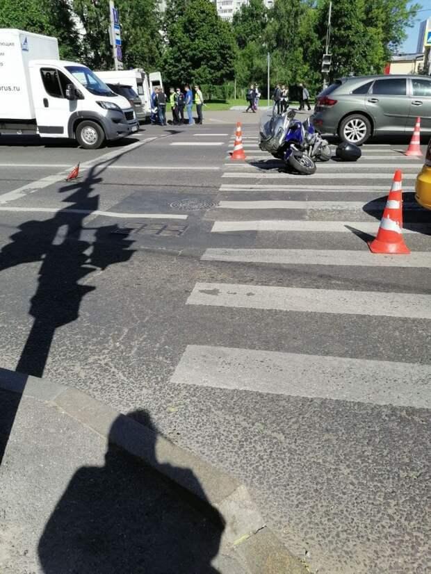 В 6-м проезде Марьиной Рощи мотоцикл влетел в такси