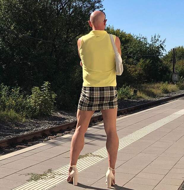 Марк нашпильках: многодетный инженер изГермании обожает юбки икаблуки