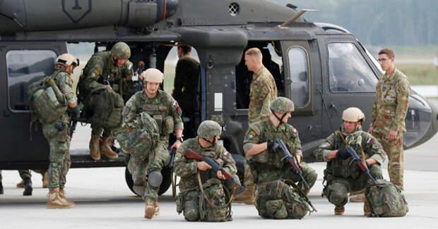Кграницам РФстягиваются 900военных НАТО